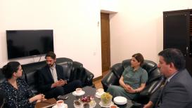 El diplomaticó de la Embajada de Argentina en Bakú visita el Centro de Traducción