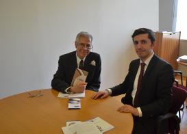 Vertreter des Übersetzungszentrums Schahin Elesgerov kam mit dem Leiter der Internationalen Buchmesse von Turin, Ernesto Ferrero zusammen