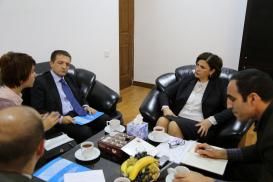 El Embajador italiano visitó el Centro de Traducción de Azerbaiyán