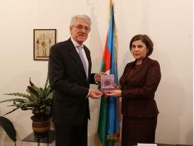 Argentinian Ambassador Visits AzTC