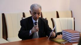 زيارة العالم الباحث البارز لكلية الصحافة لجامعة باكو الحكومية أستاذ شير محمد حسينوف لمركز الترجمة التابع لمجلس الوزراء الأذربيجاني