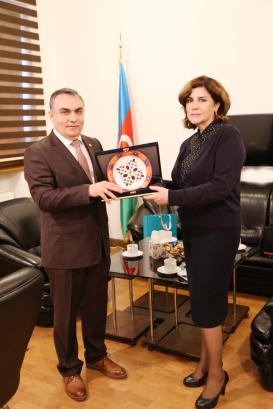 Leiter des türkischen Kulturzentrums zu Besuch im Übersetzungszentrum