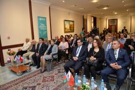 """""""Türkiyə ədəbiyyatı antologiyası"""" ictimaiyyətə təqdim olundu"""