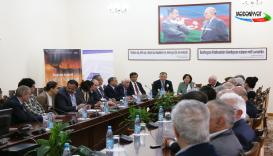В Баку состоялась презентация книги известного грузинского поэта Багатера Арабули (Mədəniyyət TV)