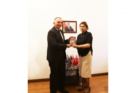 Sholem Aleichem's book presented to Israeli Ambassador