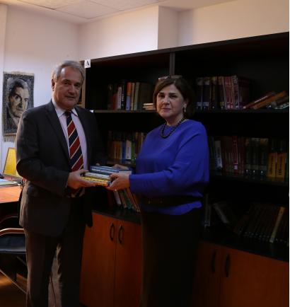 در پنجم فوریه سفیر فوق العاده و تام الاختیار یونان، آقای دیمیتریوس تسونگاس در کتابخانۀ بنیاد ترجمه وابسته به کابینۀ وزیران جمهوری آذربایجان بودند