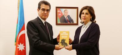 سعادة سفير كولومبيا المعين حديثاً يقوم بزيارة لمركز الترجمة الحكومي الأذربيجاني