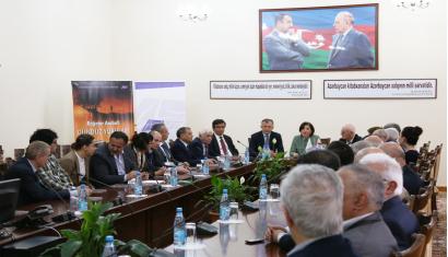 Das Buch vom berühmten georgischen Dichter, Bagater Arabuli in Aserbaidschan präsentiert