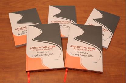 """Der Sprachführer """"Aserbaidschanisch für arabische Muttersprachler"""" kommt auf den Markt"""