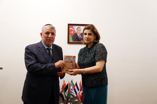 رئيس الجماعة الدينية ليهود الجبال يقوم بزيارة إلى مركز الترجمة