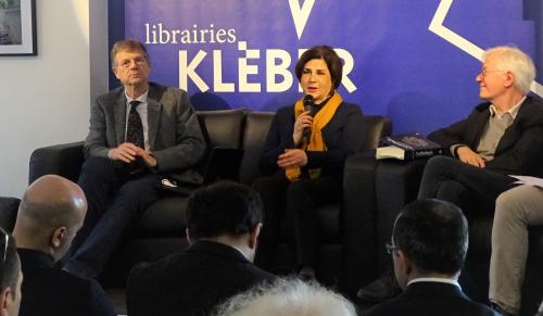 كتاب مختارات الأدب الأذربيجاني في الترجمة الفرنسية التي عرضت في فرنسا