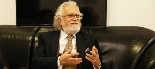دانشمند سرشناس ترکیه زبان و ادبیات آذربایجان را تبلیغ  می نماید