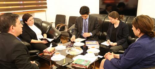 Der Vertreter der Botschaft von Japan zu Gast im Übersetzungszentrum